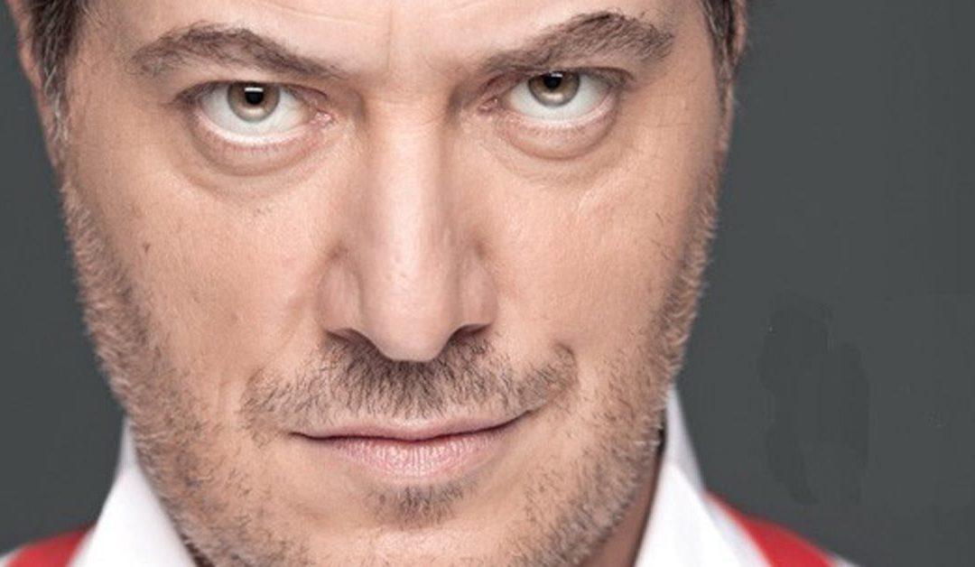 """Corrado Guzzanti in """"Dov'è Mario?"""" e la musica dell'ironia"""