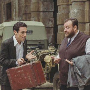 "Stefano Fresi (Tino Morelli) accanto a Elio Germano (Nino) in ""In Arte Nino"