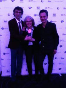 Helen Bank e i suoi figli Nicolas e Olivier ritirano il premio PMA 2017, UK