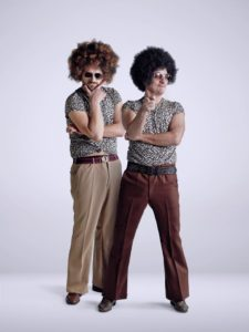 Bisio e Matano per la serie The Comedians, musiche di library FlipperMusic