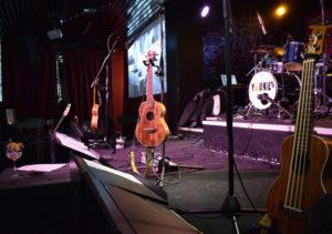 I virtuosi ukulele degli Youkus in primo piano sul palco del Cotton Club