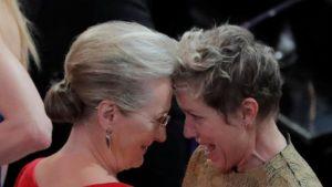 """Frances McDormand vince l'Oscar come miglio attrice protagonista con Tre """"Manifesti a Ebbing, Missouri"""" e riceve ancora piu' applausi per il suo discorso"""
