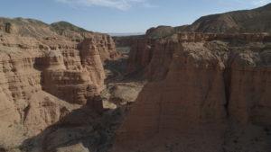 Il deserto di Gobi, giacimento a Dinosauri nel documentario Il Cacciatore di Dinosauri, una produzione di Massimiliano Sbrolla Zoofactory per National Geographic. Musiche Flippermusic