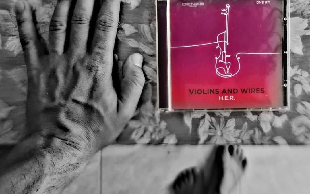 Il violino di H.E.R. nel nuovo video Of All Things