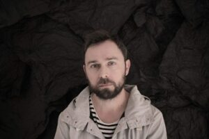 Rauelsson, compositore spagnolo, autore della colonna sonora originale di Anna, la serie tv di Niccolò Ammaniti, prodotta da Sky Original, Wildside, The New Life Company e Arte France.